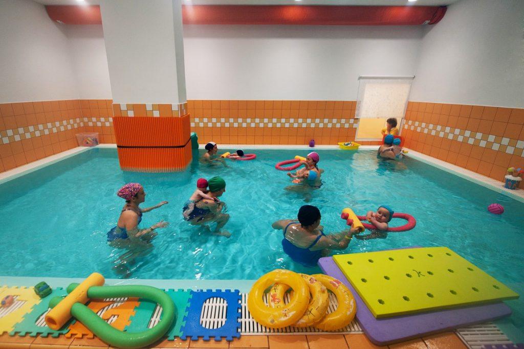 Acquaticit neonatale piscine di albaro - Corsi piscina neonati ...