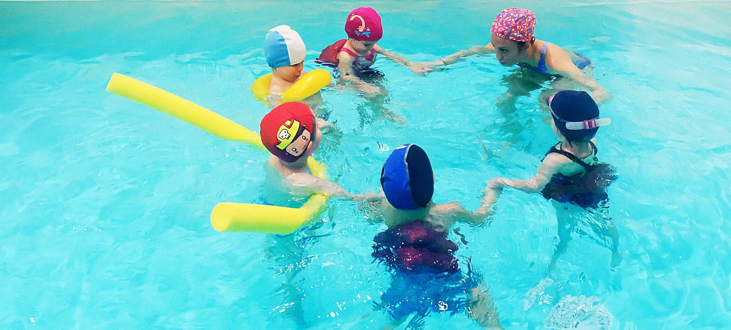 baby nuotatori in vasca piccola